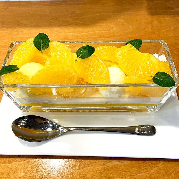 柑橘のパフェ始まりました!!